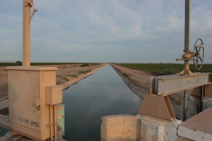 irrigation-canal-imperial-valley-jan-2011-1